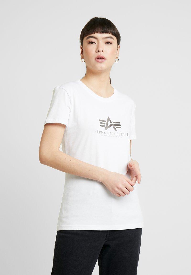 Alpha Industries - NEW BASIC - Print T-shirt - white/silver