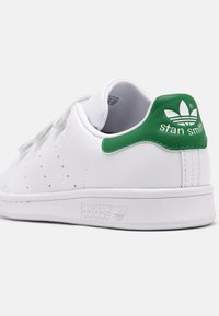 adidas Originals - STAN SMITH UNISEX - Zapatillas - white/green - 6