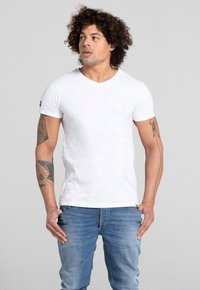 Liger - LIMITED TO 360 PIECES - Basic T-shirt - white - 2