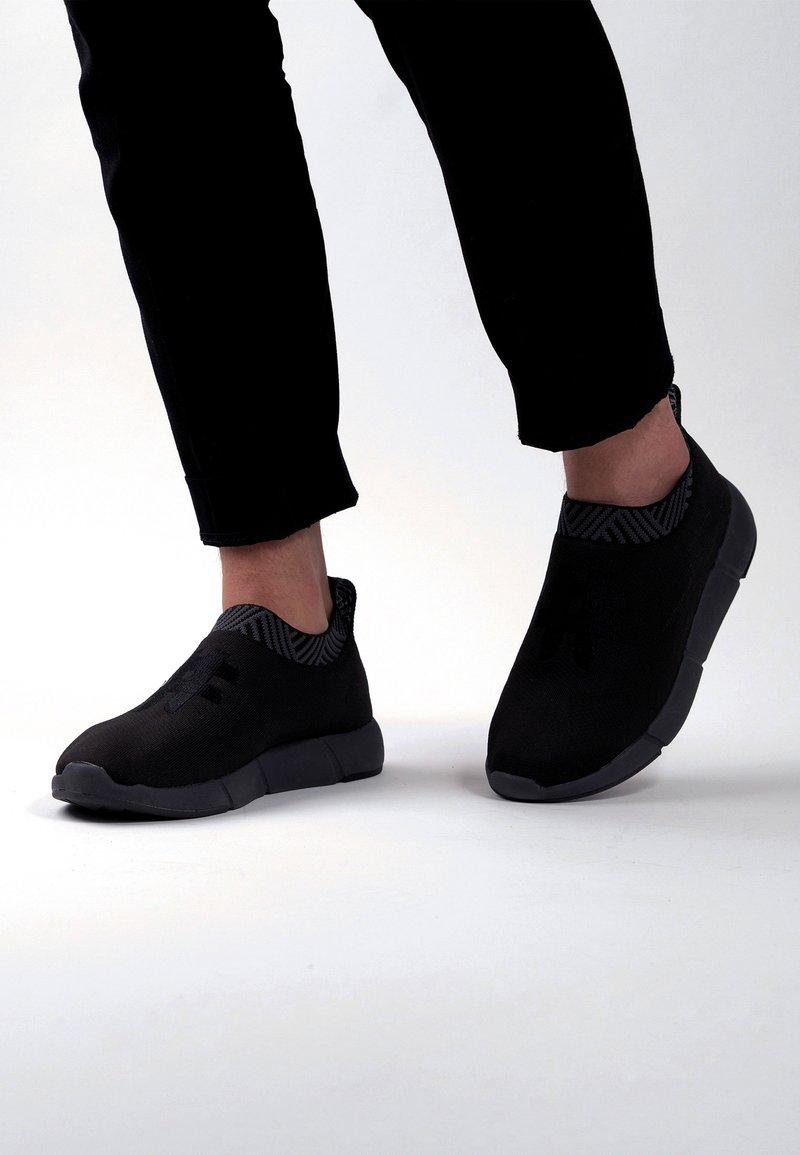 Rens Original - WATERPROOF COFFEE SNEAKERS - Sneakers laag -  black