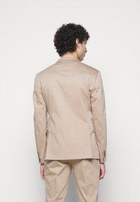 Neil Barrett - TRAVEL FITTED SLIM SUIT - Costume - dark safari - 4