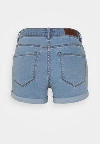 Vero Moda Petite - VMHOT SEVEN 2 PACK - Shorts vaqueros - black/light blue - 1