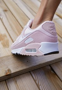 Nike Sportswear - AIR MAX 90 - Trainers - barely rose/white/black - 4