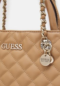 Guess - ILLY  - Borsa a mano - beige - 3