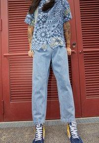 Obey Clothing - FUBAR PLEATED BULL - Straight leg jeans - light indigo - 1