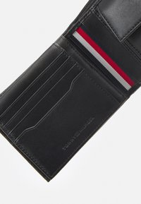 Tommy Hilfiger - DOWNTOWN FLAP AND COIN - Wallet - black - 5