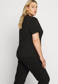 Dr.Denim Plus - MELROSE PLUS TEE - Print T-shirt - black wordmark - 3