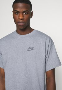 Nike Sportswear - Basic T-shirt - multi-color/obsidian - 4