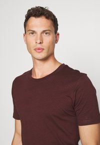 Selected Homme - SHDTHEPERFECT ONECK TEE - T-shirt con stampa - black - 3