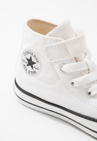 Converse - CHUCK TAYLOR ALL STAR - High-top trainers - white/university red - 5