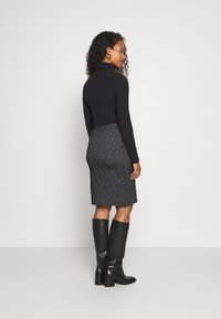 Kaffe - TIPPIE SKIRT - Pencil skirt - black/chalk - 2