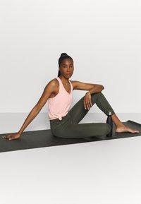 Nike Performance - YOGA LAYER TANK - Funkční triko - arctic orange/heather/orange pearl - 1