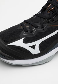 Mizuno - WAVE LIGHTNING Z6 - Volejbalové boty - black/white/ebony - 5