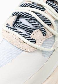 Diesel - S-HERBY SB - Sneakersy niskie - star white/antique - 2