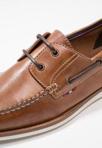 Pier One - Boat shoes - cognac - 5