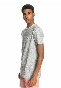 Quiksilver - KENTIN - Print T-shirt - kentin antique white - 3