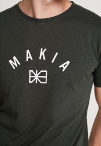 Makia - BRAND - T-Shirt print - dark green - 5