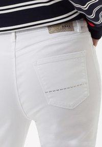 BRAX - STYLE CAROLA - Slim fit jeans - white - 4