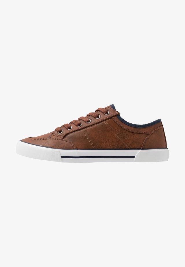 UNISEX - Sneakers laag - cognac