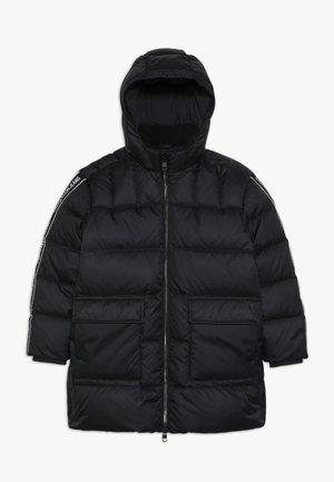 LOGO TAPE LONG JACKET - Kabát zprachového peří - black
