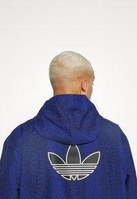 adidas Originals - WINDBREAKER - Giacca leggera - victory blue/black - 5