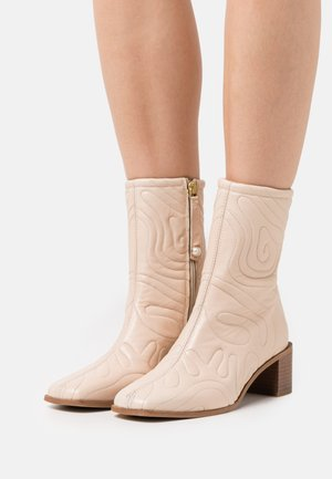 FLORA - Classic ankle boots - nude