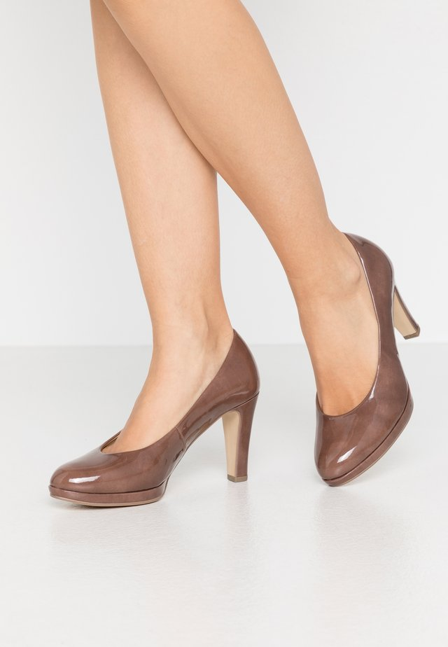 Zapatos altos - dark nude