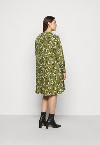 New Look Curves - AMELIE FLORAL SMOCK - Day dress - green - 2