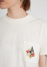 Volcom - POCKET DIAL TEE - Print T-shirt - star_white - 2