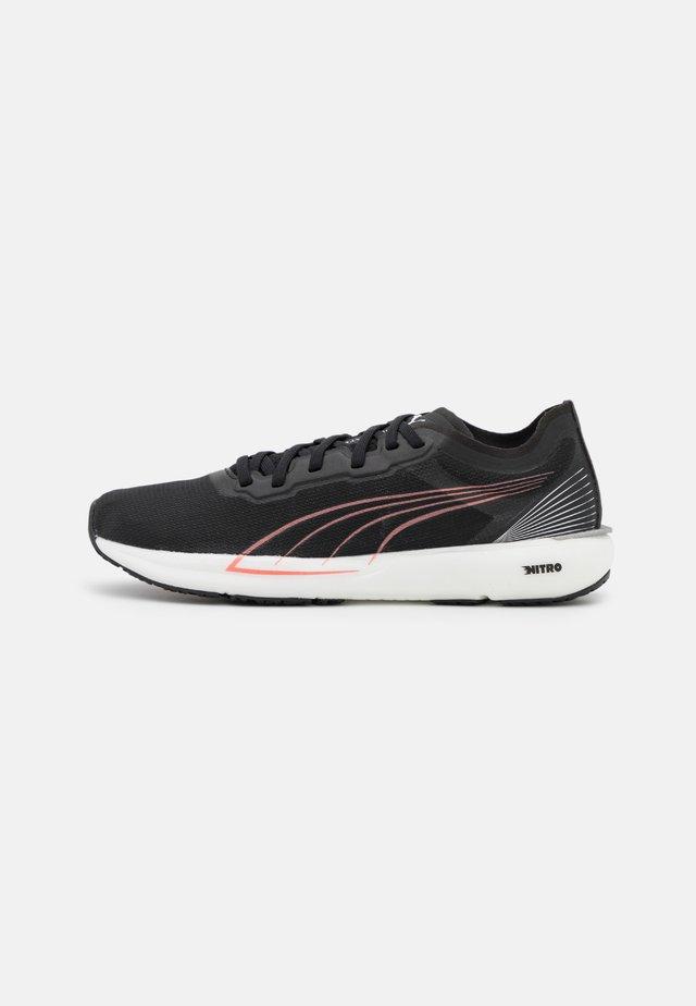 LIBERATE NITRO - Scarpe running da competizione - black/white/elektro peach