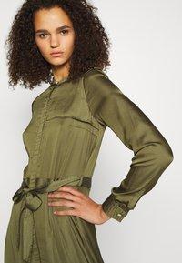Banana Republic Tall - TRENCH MAXI DRESS - Maxi šaty - jungle olive - 3