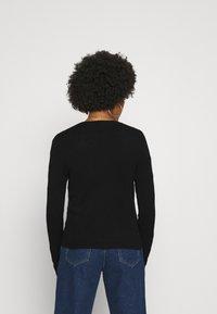 ONLY - ONLLESLY V NECK BUTTON - Cardigan - black - 2