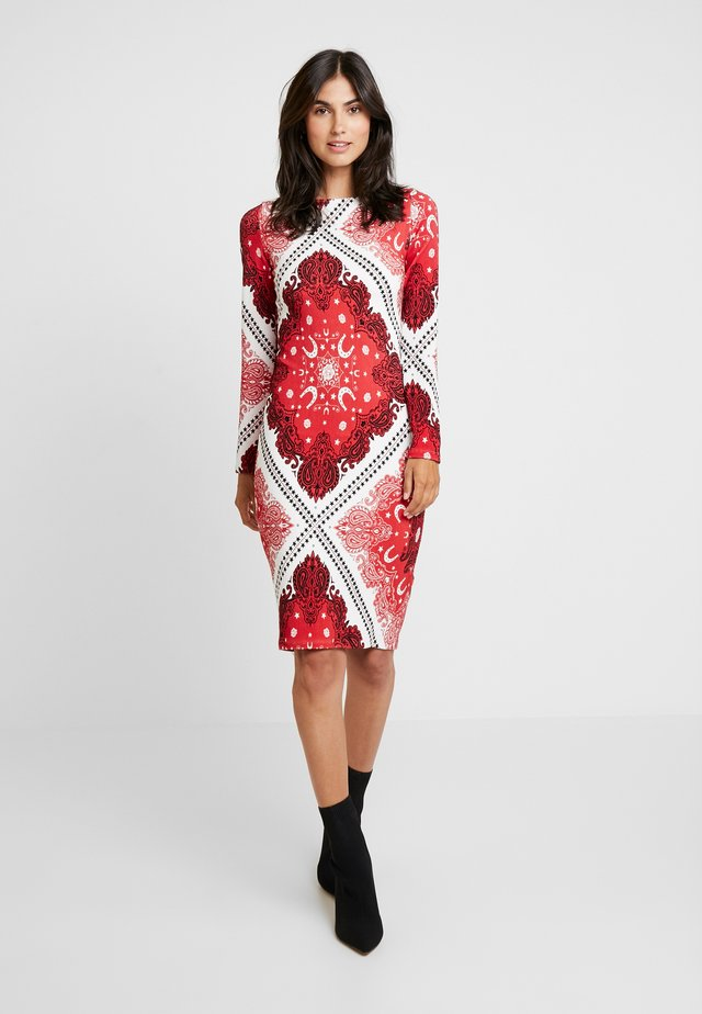 VESTIDO MALHA GORGURAO - Day dress - red