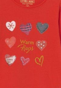 Lemon Beret - SMALL GIRLS  - Long sleeved top - fiery red - 2