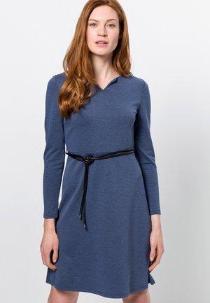 MIT GÜRTEL - Jersey dress - mind indigo melange