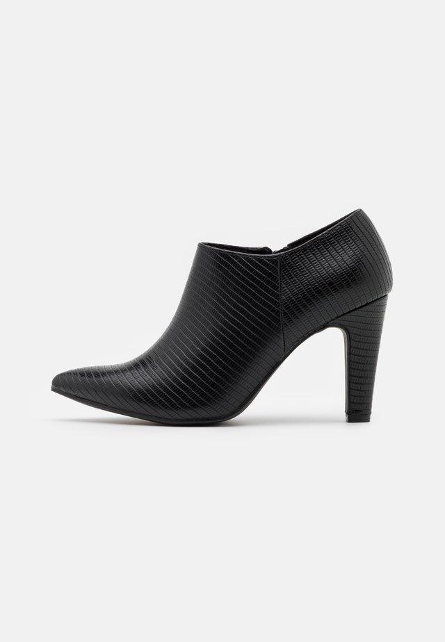 CYCLONE LIZ POINT  - Classic heels - black