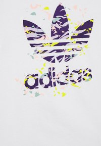 adidas Originals - TREFOIL TEE - Camiseta estampada - white/multicolor - 2