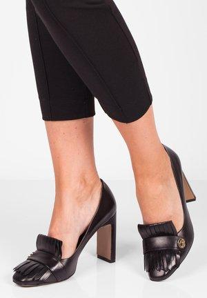 High heels - czarny