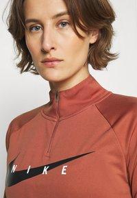 Nike Performance - RUN MIDLAYER - Camiseta de deporte - canyon rust/black - 4