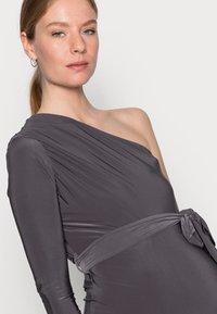 Missguided Maternity - SLINKY RUCHED DRESS - Pouzdrové šaty - grey - 3