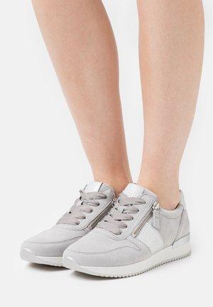 Sneakers laag - grau/silber