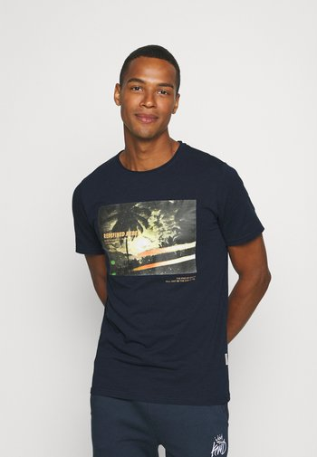 AMARI TEE - Print T-shirt - navy