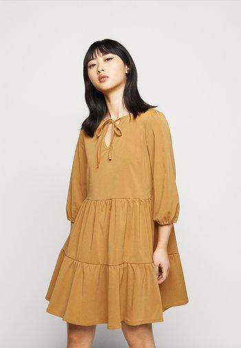 NMLIVE SHORT DRESS  - Day dress - brown sugar