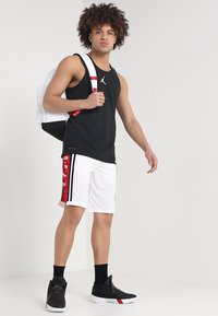 Jordan - BASKETBALL SHORT - Sports shorts - white/gym red/black - 1
