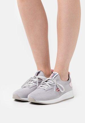 TECHNICAL FLEXI RUNNER - Zapatillas - sterling grey