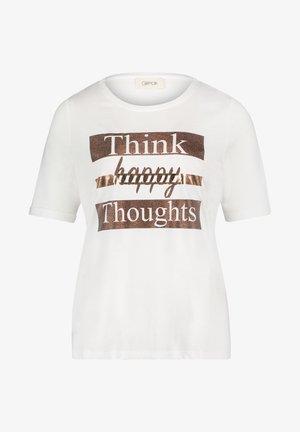 MIT RUNDHALSAUSSCHNITT - Print T-shirt - weiß/camel