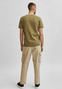 Selected Homme - Basic T-shirt - aloe - 2