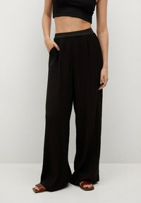 Mango - FLUIDO PLISADO - Trousers - black - 0