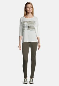 Cartoon - MIT AUFDRUCK - Long sleeved top - cream/nature - 1