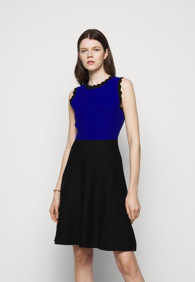 SCALLOPED COLORBLOCK - Gebreide jurk - black/azure